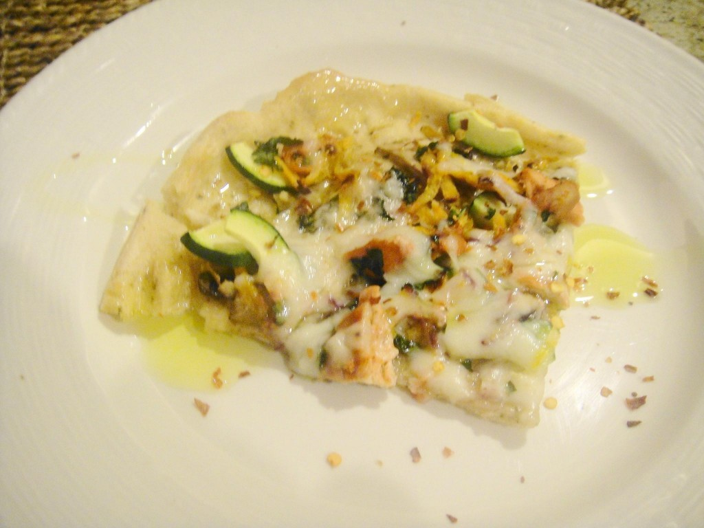 plated tandoori chicken pizza