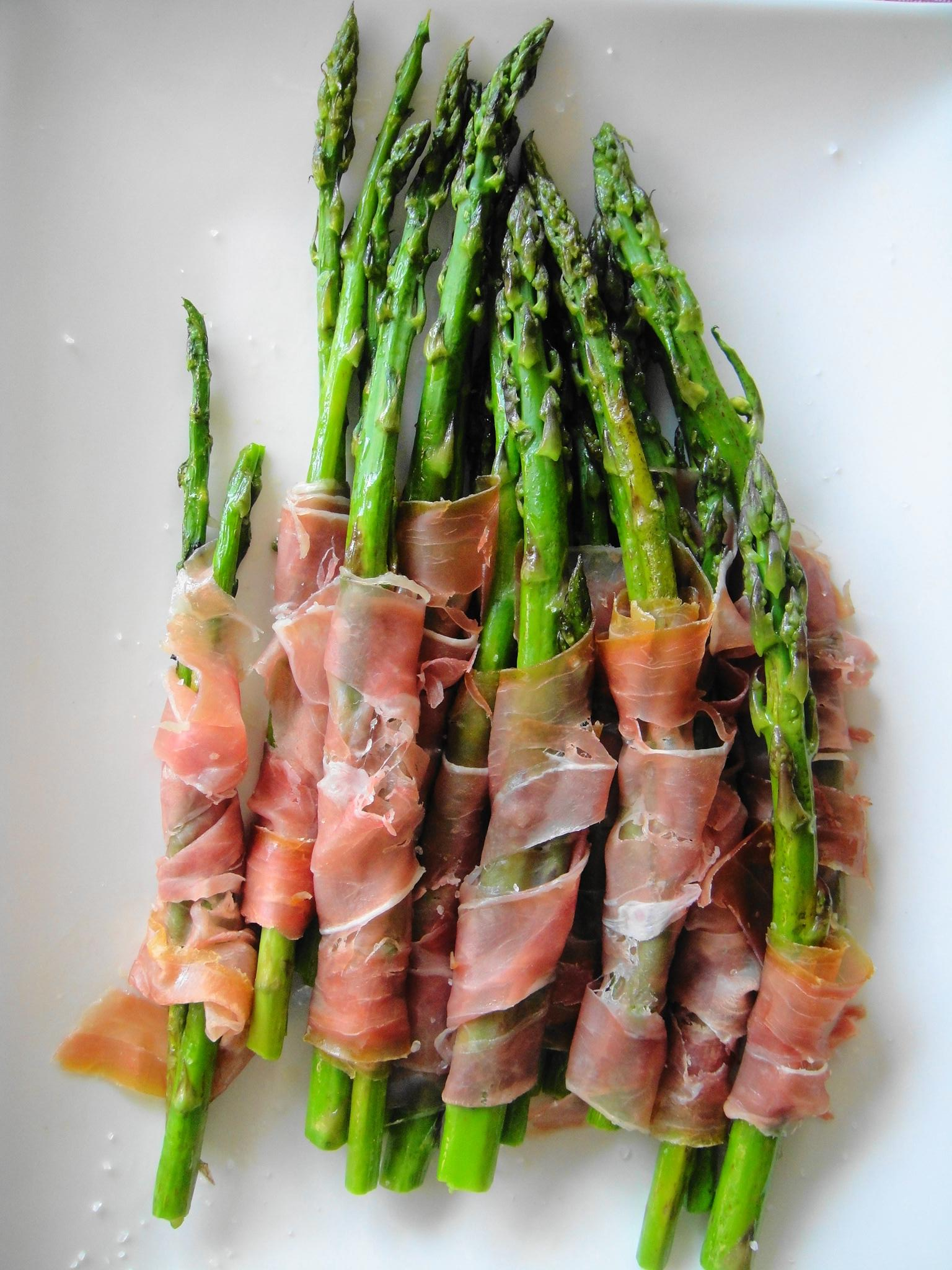 Roasted Asparagus Wrapped in Prosciutto | FreshNess
