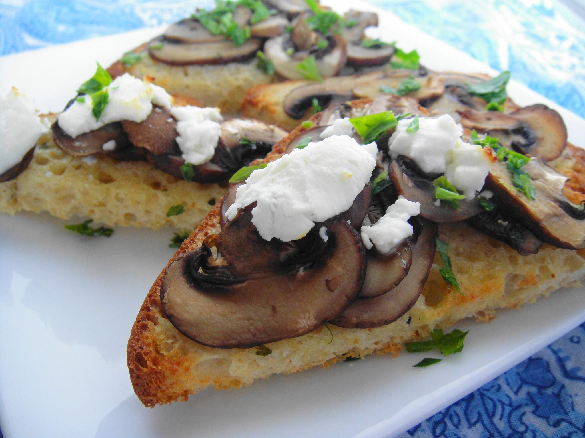 mushroom toast close up gf